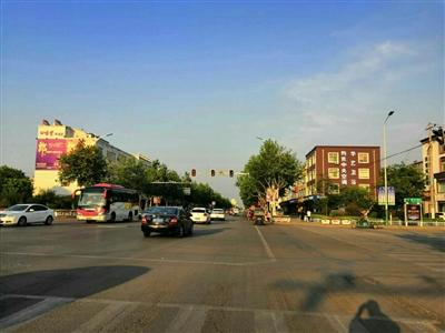 在博兴这么繁华的路口,没有红绿灯一段时间了,怎么还不修,没人管吗?
