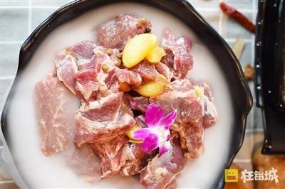 头条丨澳门葡京网址有家用刀叉吃牛腩的火锅店