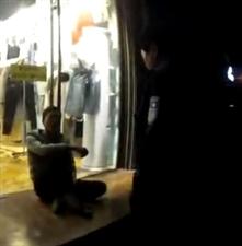 宿州这个地方男子酒后闹事并挑衅要弄死警察…