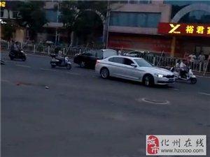 太冲动!化州某加油站前多人打架好激烈?路人围观报警…