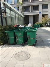 古城莲花东路C1区 遍地垃圾桶