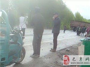 巴彦县友谊屯今早发生严重车祸,雨天路滑减速慢行!