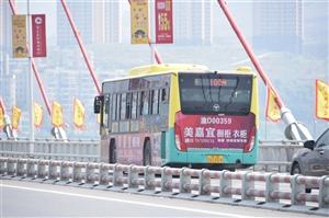 乱拍公交车