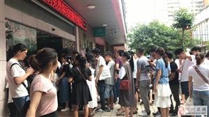 化州情侣520挤爆婚姻登记处!有人凌晨两三点就来排队……