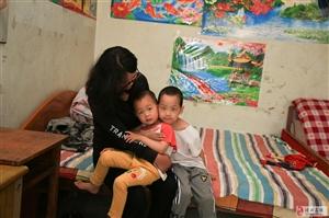 一位心力憔悴的母亲,为了孩子,家人,是多么渴望得到社会的关注�。�!