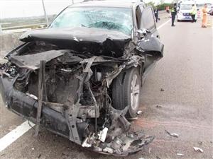 司机高速上撞飞前车!车上没人,一男子却在50米外离奇身亡!当场吓哭!