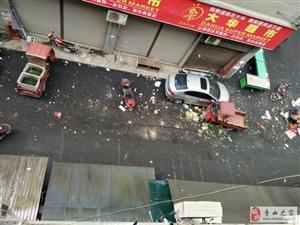在此五城同创之际,位于接龙巷,到处垃圾污水横流,摊位遍布,