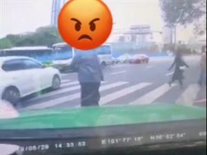 事发西宁五岔路口!这个视频在朋友圈疯传到底怎么了!