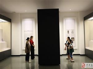 """博物馆里探寻""""历史气息"""""""