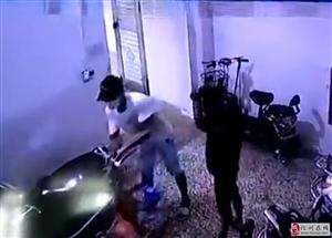 化州两小贼凌晨潜入屋偷车!面对监控,失主怒了!