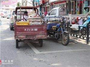 """亚博体育yabo88在线街头实拍!三环路上停车位竟变成""""地摊聚集地"""",快来看怎么回事!"""