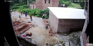 光天化日 目无王法,杨梅镇恶霸纠结社会闲散人员打砸村民在建房屋
