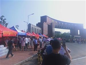 北京八维大学驻金寨办事处   高考爱心送水获好评