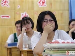 """高考结束后的""""离别班会"""""""
