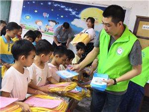 """高州市妇联组织关爱农村留守儿童 庆祝""""六一""""活动"""
