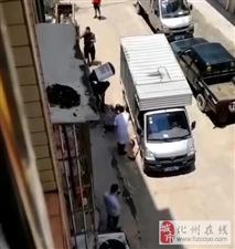 突发!化州一老人被小货车撞入车底