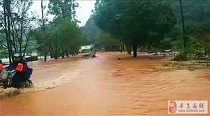 暴雨来袭!327省道寻乌博豪往上坪路段水灾,各位请绕路走喔~