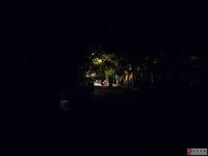 """夜幕下的茶乡桥至湄中路段太过""""黑漆漆""""!"""