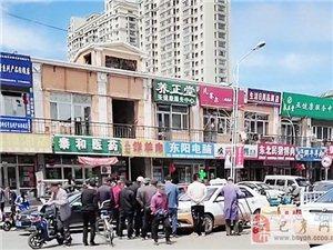 巴彦县华泰购物广场门口车辆肇事,东直路车多人多请慢行!