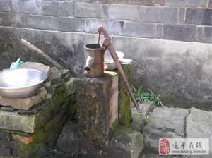 金沙平台网址农村老家的那口压水井,你还记得吗?压出来的水好甜!
