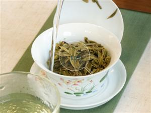 西湖��井茶的�r格是怎么��