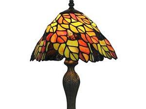 一盏床头灯,黄的,橙的,红的,灰的,浅绿的