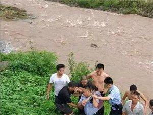惊险!筠连塘坝一老奶奶被洪水冲走,还好他们及时出现!