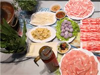 在车厢里吃的火锅又来啦 | 70元抢原价231超值3人餐,锅底小料主食饮品全包含,3盘肉+超多种美食