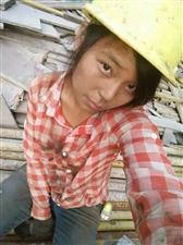 当日一夜爆红的工地农民工女孩,现今生活是这样
