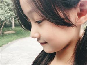 """赵薇的""""女儿""""纪姿含已经10岁了,不但没长残还越长越漂亮"""