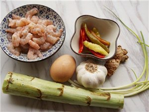 酸椒煮虾球