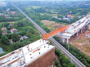 西外环焦柳铁路上跨桥开始架梁