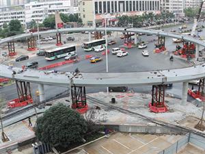 培公大道路口环形天桥建设中