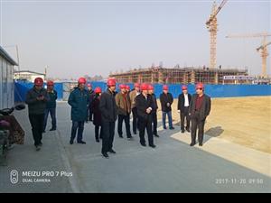 市教育局副局长陈召华到大王镇育才小学督查工程建设进度