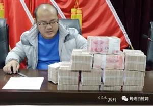 很开心!昨天,筠连一群农民工领到了130万元现金!