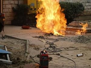 荆门一小区电焊引燃天然气