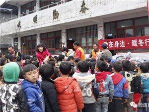 """昨天,筠连联合苗族乡这所学校的学生都领到了特殊的""""礼物""""!"""