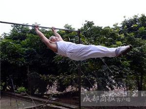 院坝里搭起单双杠,台湾快三app下载官方网址22270.COM顺64岁农村大爷成健身达人