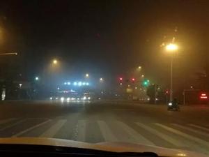 浓雾天气再度来袭,荆门交警提示您注意出行安全!