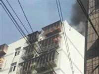 荆门水产路一居民家里发生重大火灾