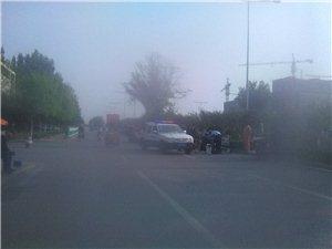 爆料:奎文领秀华城马路上摆摊卖东西遇上了潍坊城管人员后......