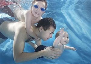 夏天来啦,带着宝宝去游泳吧