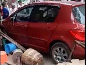 一位女司机在宜宾开车连撞三人,原因竟是.....