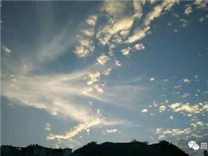 """傍晚,筠连的天空中惊现一只""""凤凰"""",简直美爆了!"""