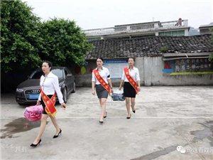 """笑惨了!筠连柏杨小学的学生们玩游戏,一群""""大朋友""""却跑来参加!"""