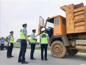荆门交警重拳治理无牌、套牌大货车上路行驶