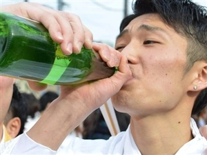 东北人都是咋劝酒的?这妹子学的太像了哈