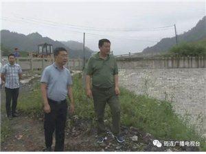 筠连县长刘朝平深入到两个镇乡去做了这些事!