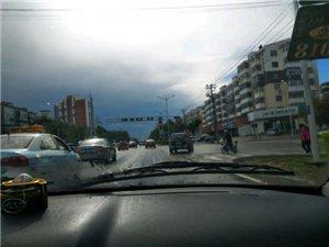 民航路附近信号灯又坏了