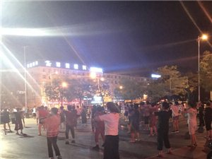 给青少年活动中心广场舞大妈们一点建议,能换个地方吗?